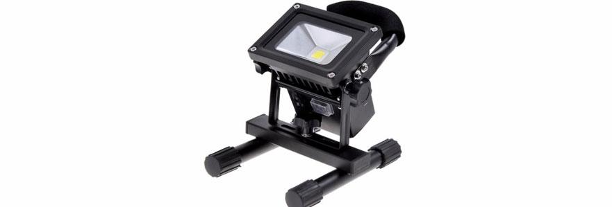 Projecteur LED noir rechargeable et portable, pour éclairage de chantier